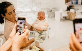 Find den bedste familiepakke til mobil – også for nybagte forældre